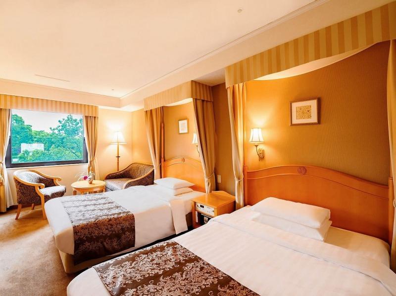 白鳥路ホテル客室①