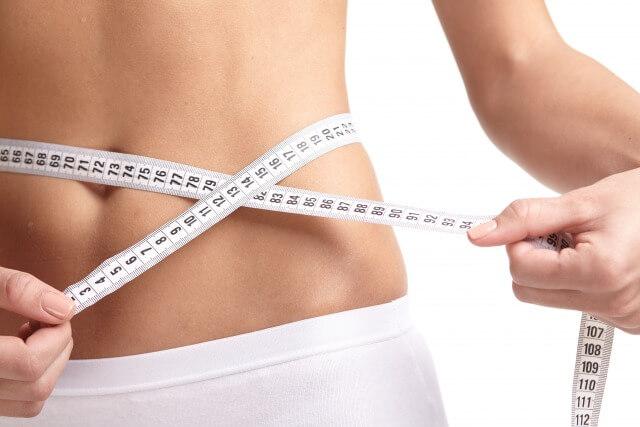 ダイエットで腹囲を計測中